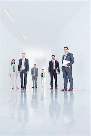 Portrait of confident business people in corridor Foto de stock - Sin royalties Premium, Código: 6113-06497911
