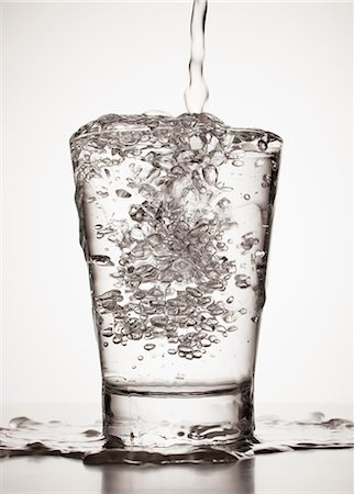 spill - Water overflowing from glass Stock Photo - Premium Royalty-Free, Code: 6113-06498005