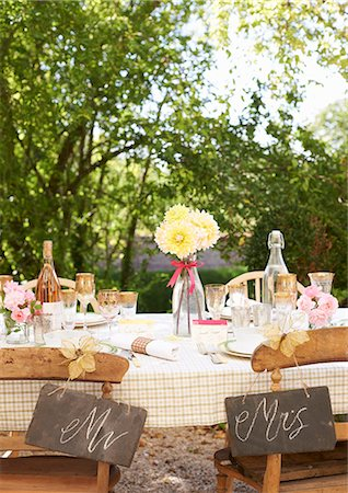 quaint - Table setting for outdoor wedding reception Stock Photo - Premium Royalty-Free, Code: 6113-06625657