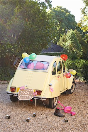 Newlywed's car decorated with balloons Stock Photo - Premium Royalty-Free, Code: 6113-06625681
