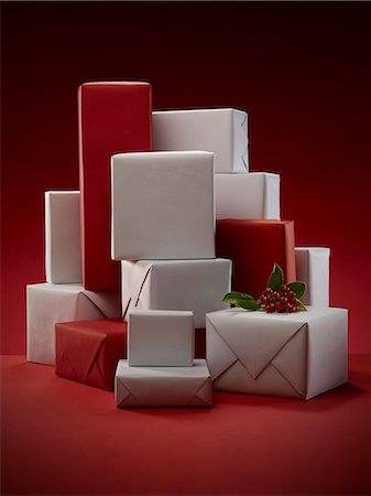 present wrapped close up - Stack of wrapped Christmas presents Stock Photo - Premium Royalty-Free, Code: 6113-06626099