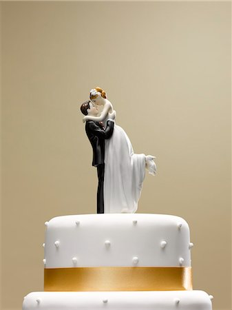 Bride and groom topper on wedding cake Stock Photo - Premium Royalty-Free, Code: 6113-06626620