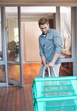 pulling - Man making deliveries on front porch Stock Photo - Premium Royalty-Free, Code: 6113-06753349