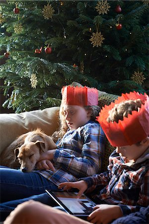 preteen touch - Children in paper crowns relaxing on sofa Stock Photo - Premium Royalty-Free, Code: 6113-06753393