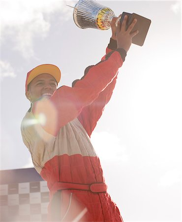 Racer holding trophy at award ceremony Foto de stock - Sin royalties Premium, Código: 6113-06720801