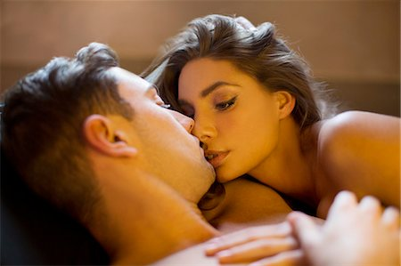 Nude couple kissing in bed Stock Photo - Premium Royalty-Free, Code: 6113-06721046