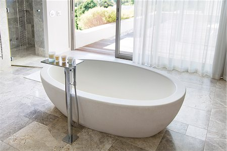 Bathtub in modern bathroom Stock Photo - Premium Royalty-Free, Code: 6113-06898651