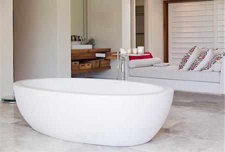 Bathtub in modern bathroom Stock Photo - Premium Royalty-Free, Code: 6113-06898680