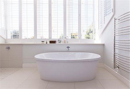 Bathtub in modern bathroom Stock Photo - Premium Royalty-Free, Code: 6113-06898728