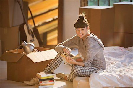 Woman holding book in bed Stock Photo - Premium Royalty-Free, Code: 6113-06908544