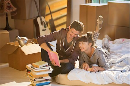 flat - Couple unpacking books in new home Stock Photo - Premium Royalty-Free, Code: 6113-06908560