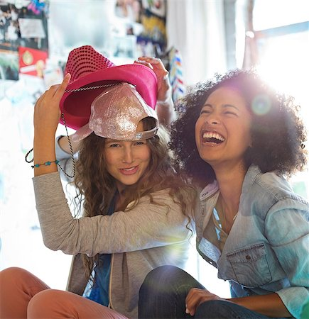 style - Women playing with hats in bedroom Stock Photo - Premium Royalty-Free, Code: 6113-06908606