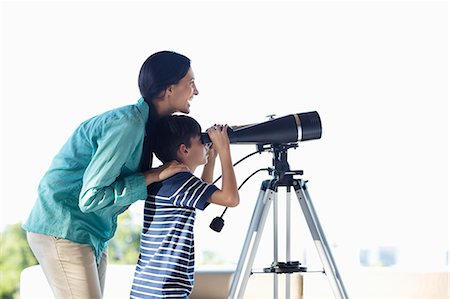 preteen touch - Mother and son using telescope Stock Photo - Premium Royalty-Free, Code: 6113-06908788