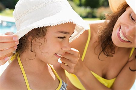 Mother and daughter wearing sunhats Stock Photo - Premium Royalty-Free, Code: 6113-06909359