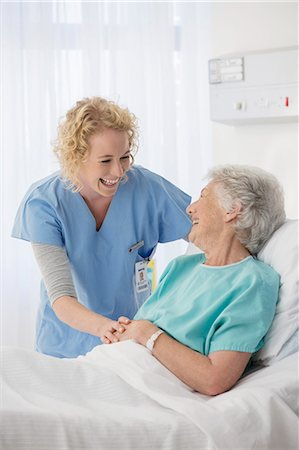 simsearch:6113-07146726,k - Nurse and senior patient talking in hospital room Stock Photo - Premium Royalty-Free, Code: 6113-07146770