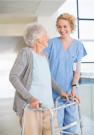 simsearch:6113-07146726,k - Senior patient with walker smiling at nurse in hospital corridor Stock Photo - Premium Royalty-Free, Code: 6113-07146775