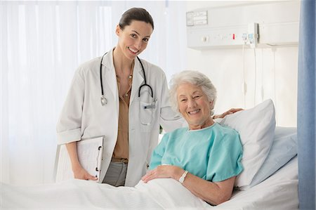 simsearch:6113-07146726,k - Portrait of doctor and aging patient in hospital room Stock Photo - Premium Royalty-Free, Code: 6113-07146722