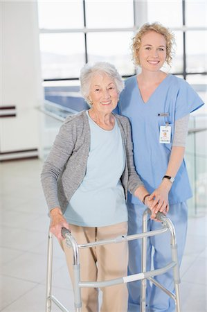 simsearch:6113-07146726,k - Portrait of smiling nurse and senior patient with walker Stock Photo - Premium Royalty-Free, Code: 6113-07146813