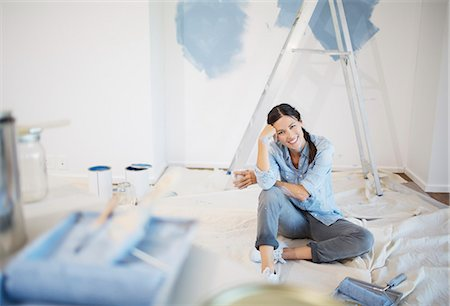 painting - Portrait of woman surrounded by paint supplies Stock Photo - Premium Royalty-Free, Code: 6113-07147161