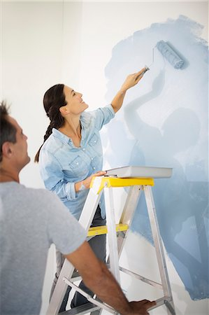 paint - Couple painting wall blue Stock Photo - Premium Royalty-Free, Code: 6113-07147178
