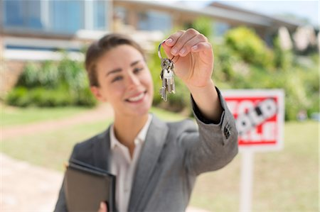 sold sign - Portrait of realtor holding house keys in front of house Stock Photo - Premium Royalty-Free, Code: 6113-07147185