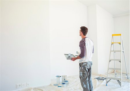 painting - Man with paint tray looking up at white wall Stock Photo - Premium Royalty-Free, Code: 6113-07147199