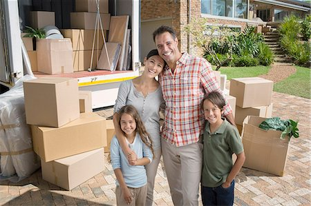 four - Portrait of smiling family standing near moving van in driveway Stock Photo - Premium Royalty-Free, Code: 6113-07147200