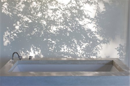 shadow - Shadows of trees on curtain behind bathtub Stock Photo - Premium Royalty-Free, Code: 6113-07147580