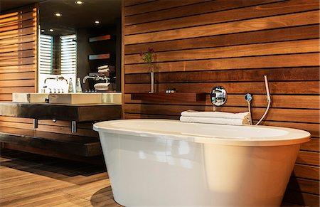 Bathtub and sink in modern bathroom Stock Photo - Premium Royalty-Free, Code: 6113-07159419