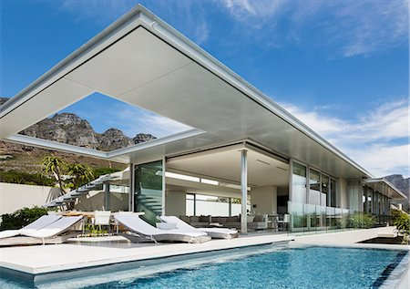 property release - Swimming pool and patio outside modern house Stock Photo - Premium Royalty-Free, Code: 6113-07159759
