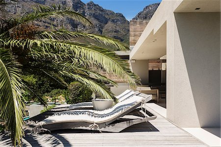 property release - Lounge chairs outside modern house Stock Photo - Premium Royalty-Free, Code: 6113-07159761
