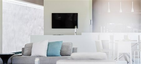 Sofa and television in modern living room Stockbilder - Premium RF Lizenzfrei, Bildnummer: 6113-07159791