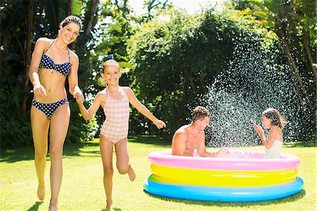 Family playing together in backyard Stock Photo - Premium Royalty-Free, Code: 6113-07159718