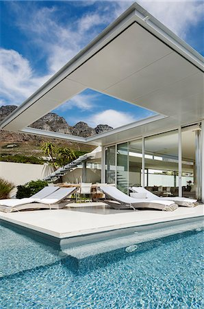 property release - Patio and swimming pool along modern house Stock Photo - Premium Royalty-Free, Code: 6113-07159825