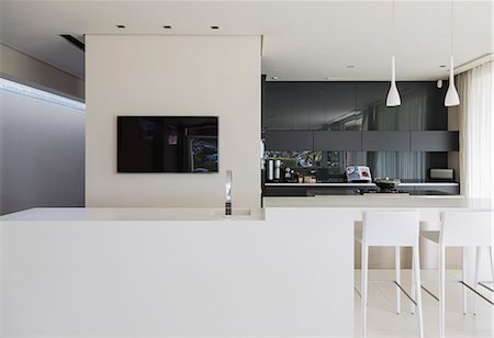 Sink and breakfast bar in modern kitchen Stock Photo - Premium Royalty-Free, Code: 6113-07159832