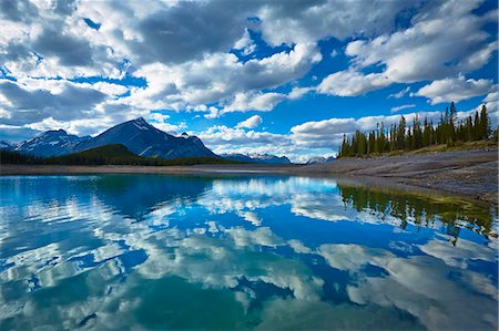 Clouds reflected in still lake Stock Photo - Premium Royalty-Free, Code: 6113-07160747