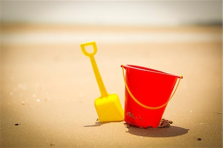 Shovel and pail on sandy beach Stock Photo - Premium Royalty-Free, Code: 6113-07160755