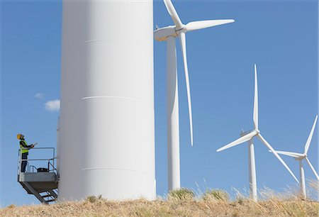 Worker examining wind turbine in rural landscape Photographie de stock - Premium Libres de Droits, Code: 6113-07160893