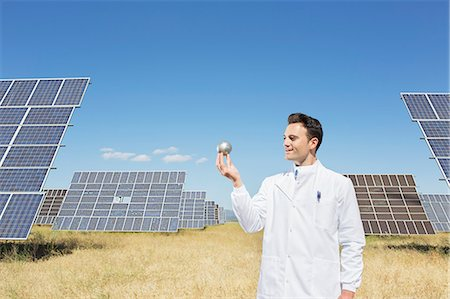 energia - Scientist examining sphere by solar panels Fotografie stock - Premium Royalty-Free, Codice: 6113-07160940