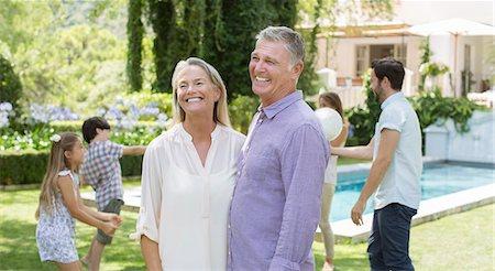 Senior couple in backyard with family Stock Photo - Premium Royalty-Free, Code: 6113-07241989