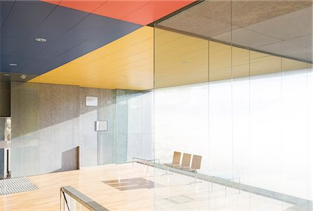 Chairs and window in sunny office lobby Stock Photo - Premium Royalty-Free, Code: 6113-07242241