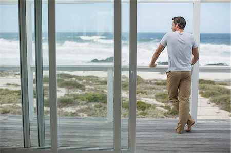Man looking at ocean view from deck Stock Photo - Premium Royalty-Free, Code: 6113-07242583