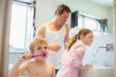 preteen girl topless - Father and children brushing teeth in bathroom Stock Photo - Premium Royalty-Free, Code: 6113-07242956