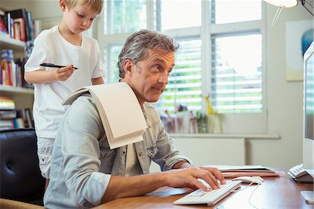 draw - Son distracting father at work in home office Stock Photo - Premium Royalty-Free, Code: 6113-07242981