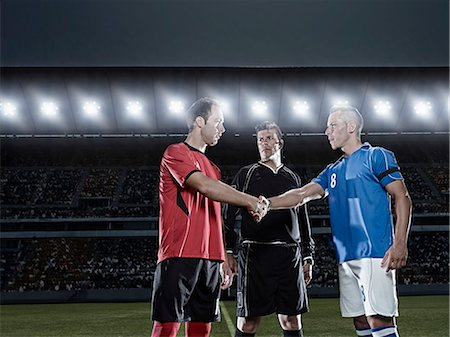 footballeur - Soccer players shaking hands on field Stock Photo - Premium Royalty-Free, Code: 6113-07310584