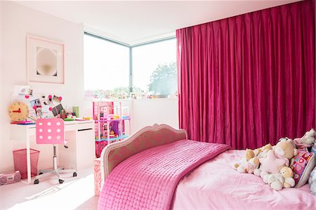 Pink girl's bedroom Stock Photo - Premium Royalty-Free, Code: 6113-07542648