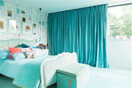 Blue bedroom Stock Photo - Premium Royalty-Free, Code: 6113-07542655