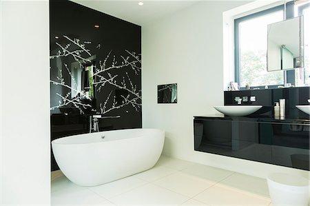 Modern bathroom Stock Photo - Premium Royalty-Free, Code: 6113-07542661