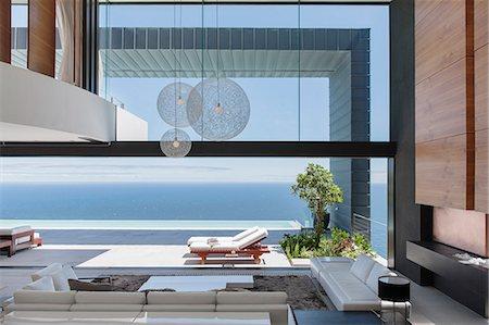 Modern house overlooking ocean Stock Photo - Premium Royalty-Free, Code: 6113-07543344