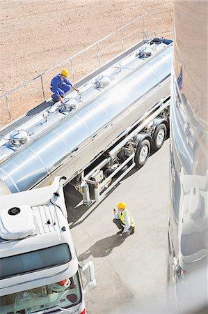 platform - Workers around stainless steel milk tanker Stock Photo - Premium Royalty-Free, Code: 6113-07565349